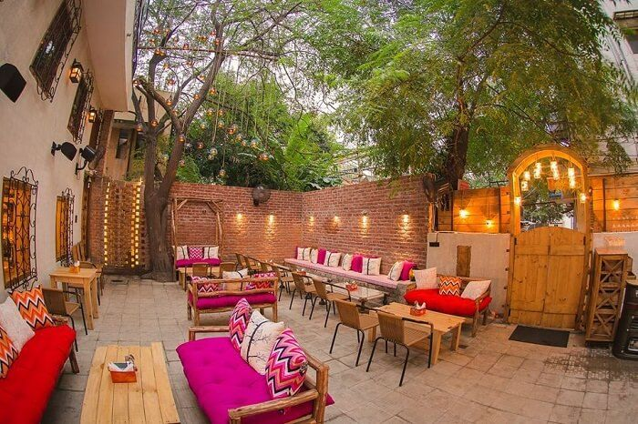 Find The Best Cafes In Delhi That Totally Deserve To Be In Your Zomato Bookmarks Which Ones Have You Tried Already Cool Cafe Cafe India Outdoor Cafe