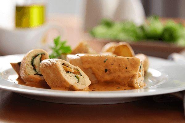 Rollitos de pollo con salsa diabla