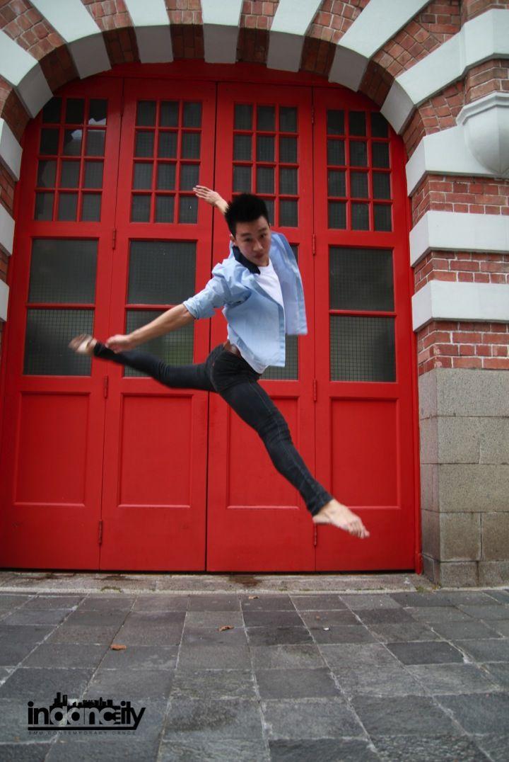 Dance can make you Fly. #indancity #contemporarydance #firestation #singapore #sgdance #smu #danceinthecity