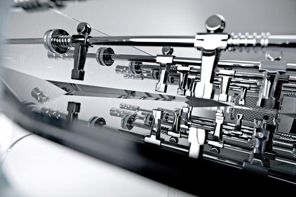 90 Minuto è la nuova evoluzione proposta di Adriano Design per la famiglia di calciobalilla Teckell, presentato al Salone del Mobile 2012. Su Blogosfere Design & Style le foto del nuovo calcio Balilla 90 Minuto.