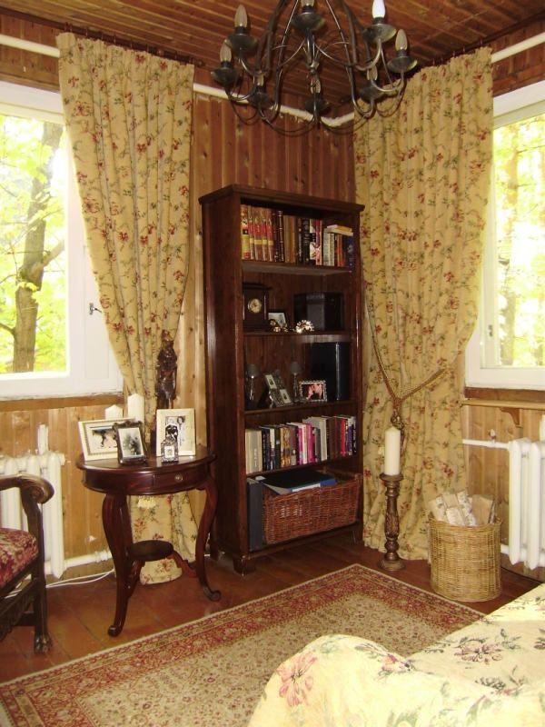 Шторы с цветочным орнаментом для библиотеки в английском стиле