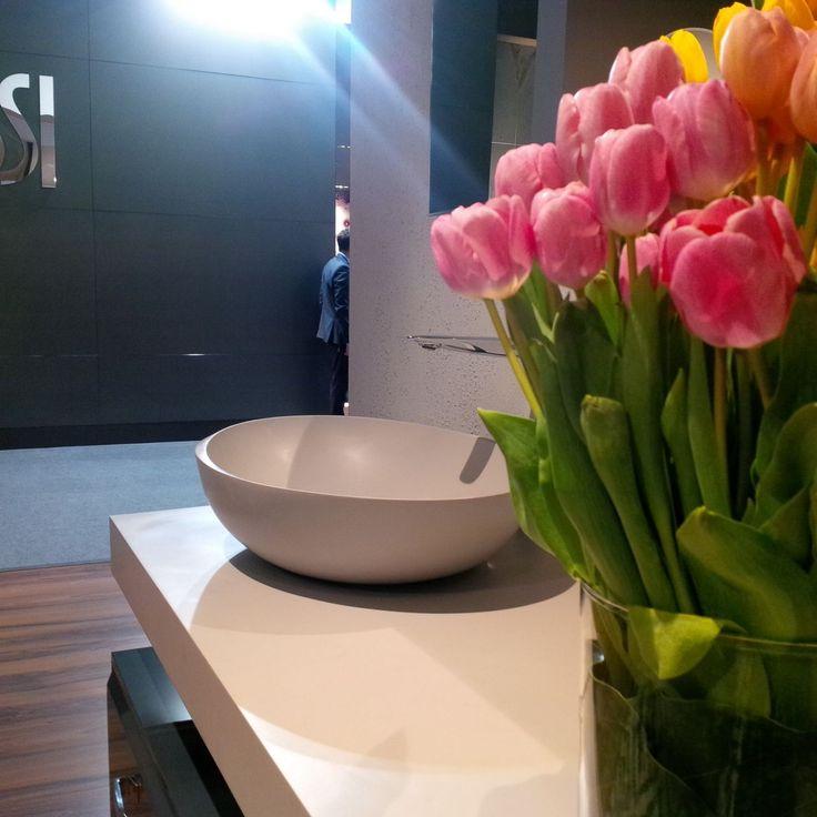 I Bordi #washbasin new Duralight colour: Lunar Grey! Do you linke it? We also like tulips soo much! #ISH2015 #ISH