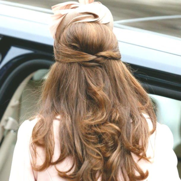 Kate also loves to wear her pretty hair. Or half past time …