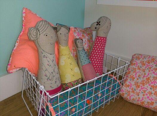 Sissy Boy Kussens : Eindresultaat poppen van sissy boy kussens zelf gemaakt met