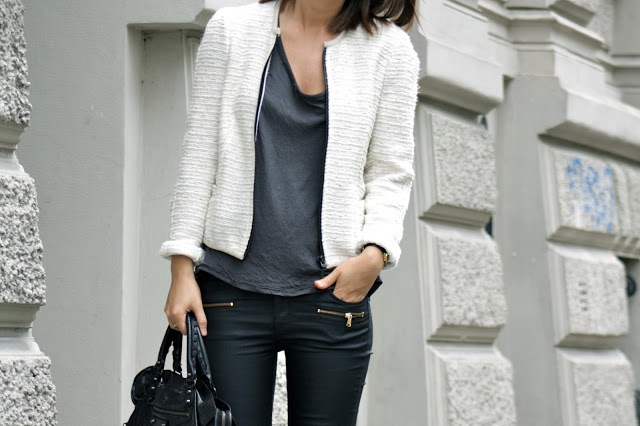 Oversize t-shirt from T by Alexander Wang, coated skinny jeans and tweed jacket from Zara, Balenciaga bag and Celiné heels.