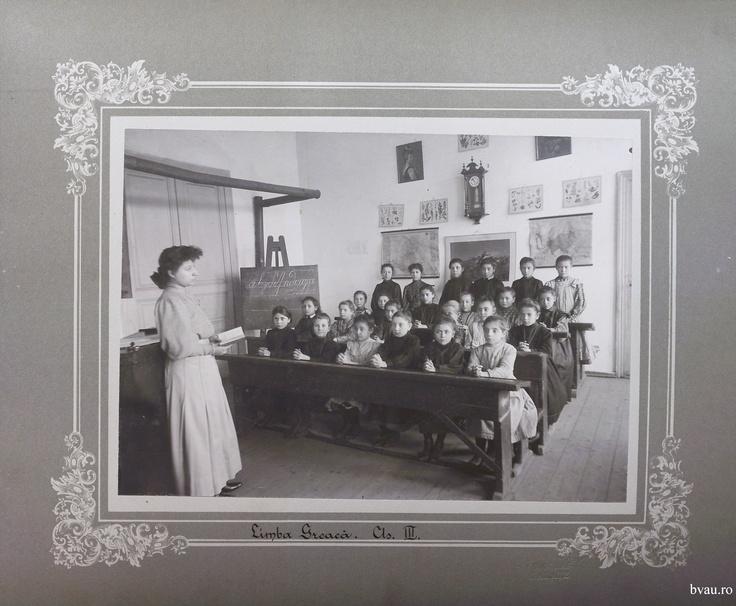 """Şcoala de băieţi - Limba greacă cls. III, Galati, Romania, anul 1906, http://stone.bvau.ro:8282/greenstone/collect/fotograf/index/assoc/Jpag005.dir/Pag05_Limba_greaca_cls_III.jpg.  Imagine din colecţiile Bibliotecii Judeţene """"V.A. Urechia"""" Galaţi."""