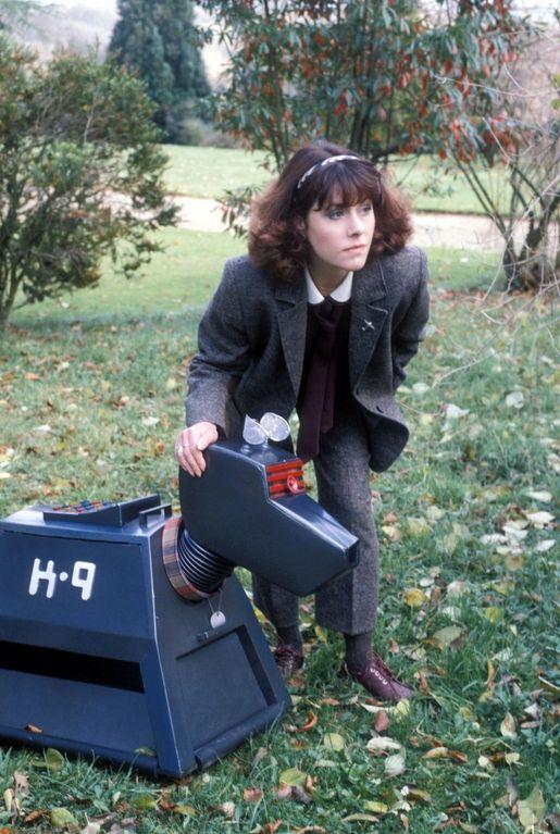 e2a1c4f938b3 Sarah Jane Smith (Elisabeth Sladen) with K-9.
