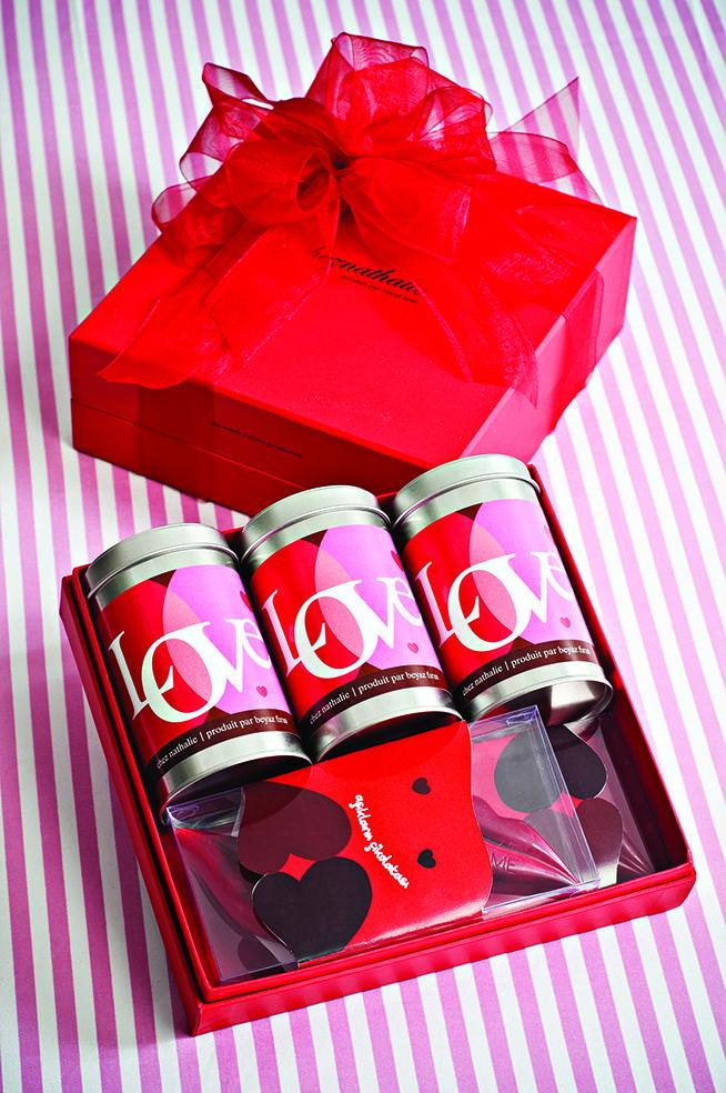 #chocolate #tin #box #pack #rebranding #identity #logo #revision #concept #development #editorial #graphic #packaging #design #visual #web #website #beyazfirin #karbonltd