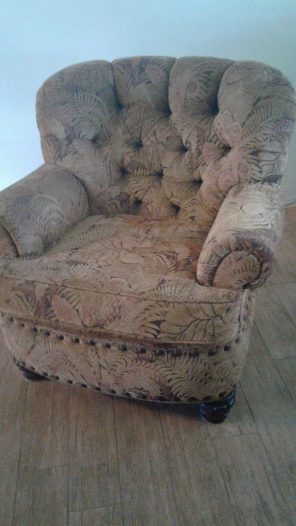 Used (normal wear) - Pearson mfr. Not faded although picture looks that way. Tropical pattern, rustic hobnail accents. Clean. No faded or worn areas.  Pet stain free. Can be delivered to first floor door.