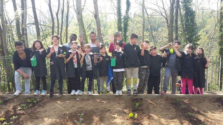 #Lunigiana. Piantate a #Filattiera la scorsa settimana le prime piantine di un #orto  particolare gestito da maestre, alunni della scuola e migranti