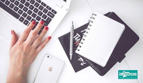 Online-Power am Neubau Wenn Sie am Neubau wohnen oder arbeiten und Stimmen hören, die Sie dazu bewegen den Kochlöffel zu schwingen, hinauszugehen und Dinge zu erleben, sich zu stylen oder einen nachhaltigeren Lebensstil zu verfolgen, dann sind es vermutlich die Stimmen der Influencer, die ihre Blogs laut vor sich hin Korrektur lesen.