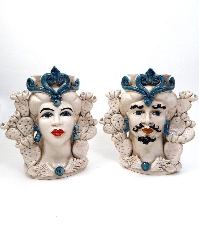 97b0cdd8572261 Teste di moro ceramica di Caltagirone con fichi d'india e decori blu. Un