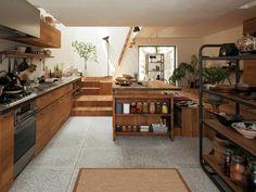 土間にキッチンを置くと、油汚れ等、キッチンならではの汚れをこまめにデッキブラシで洗い流すことができます。いつまでもきれいなキッチンを保てますよ。