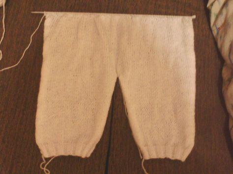 Calça em tricô, com lã para bebê;                        Coloquei 42 pts na...