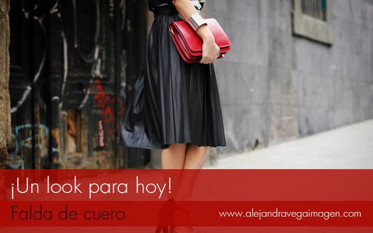 Buenos días seguidores, ¿Listos para empezar? …Hoy ideas para usar falda de cuero.