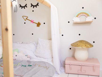 בשיפוץ,מיטת אוהל בחדר הילדים