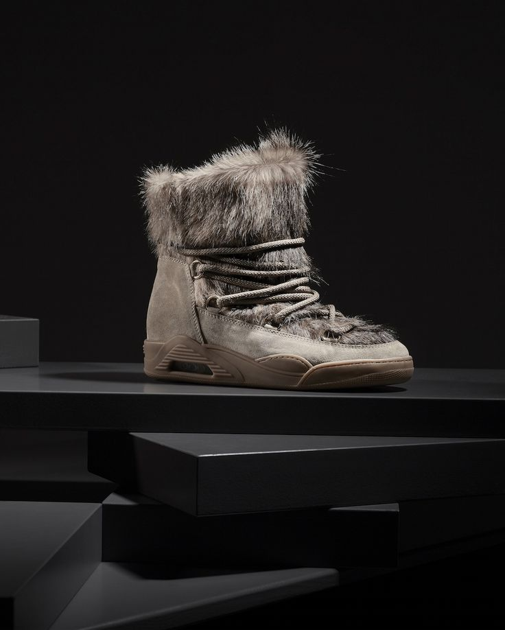 Go warm, go stylish! Winter is not finished yet...Get your MOON ON SALE! #Serafini #italian #fashion #shoes #winter #sale