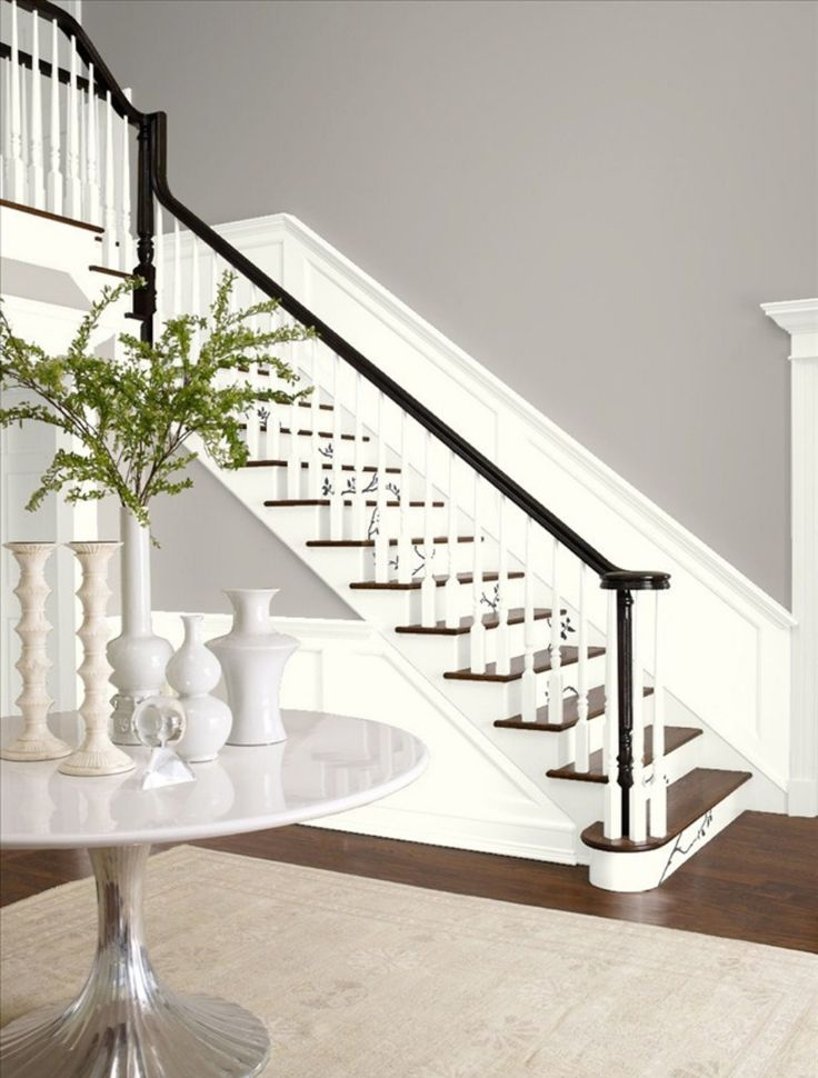 Entryway in Benjamin Moore's Wish