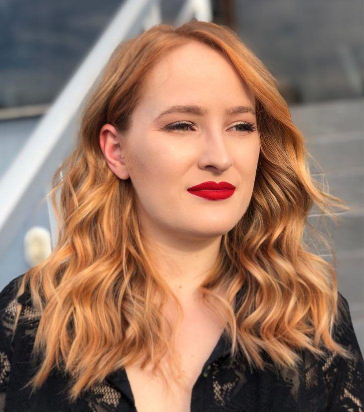 Loiro acobreado: 25 fotos deslumbrantes para aderir à tonalidade em 2020 | Cabelo, Loiro, Penteado simples cabelo longo