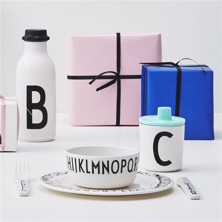 Ideal gifts for kids. Kids tableware in melamine. Make it personal with a personal water bottle or melamine cup. Add a drink lid for the cup for the smallest ones.
