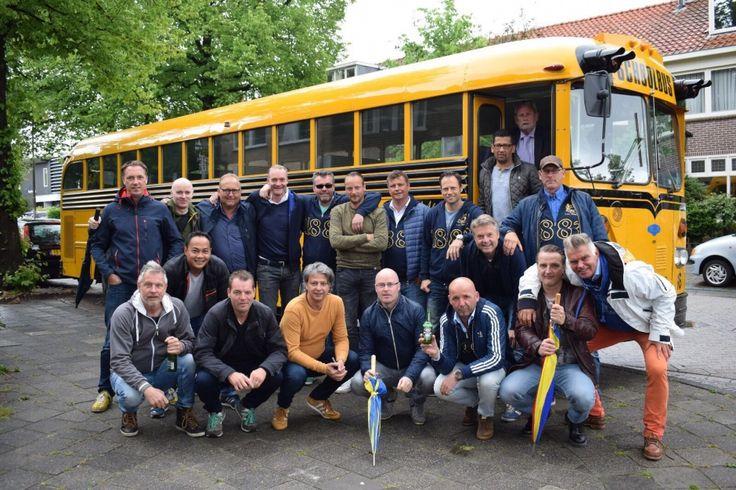 Op naar een gezellig weekendje Terschelling! #Schoolbus #Huren | Limousine huren Friesland