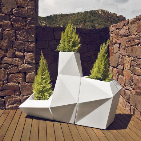 Compra online. Macetas Faz de Vondom en tres modelos que forman un conjunto. A su vez disponibles en dos tamaños y varios acabados con y sin luz. Moderna