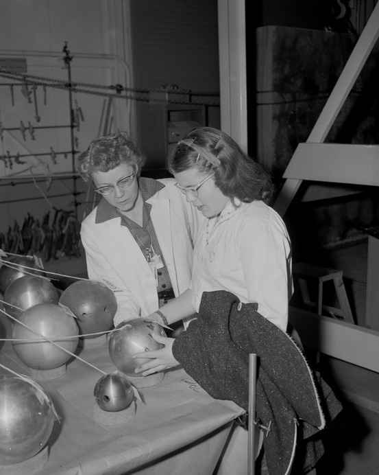 During World War II, Elizabeth Graves (left) first worked at the University of Chicago's Metallurgical Laboratory and, like some other physicists, left for Los Alamos. Elizabeth worked on the neutron reflector that surrounded the core of the atomic bomb. She stayed at Los Alamos until her retirement in 1972.