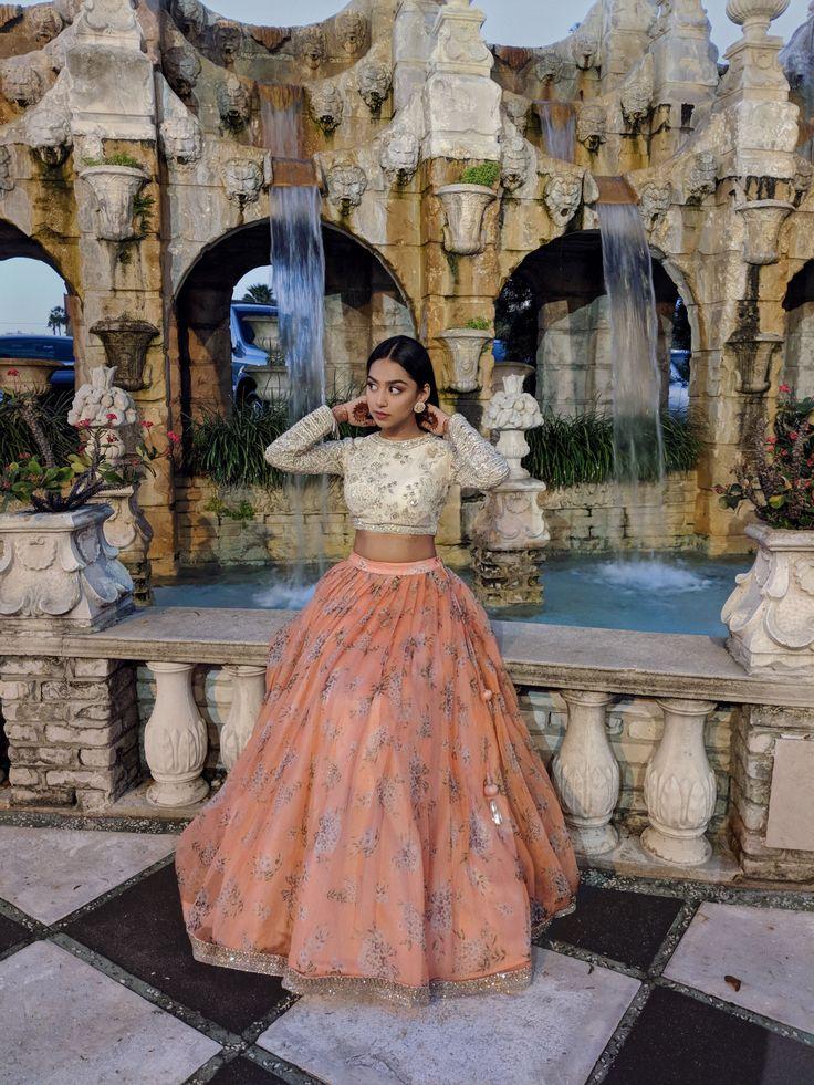 Sarika Patel @wearshestands Indian desi lengha lehenga choli sabyasachi inspired fashion mendhi mehendi henna #indianfashionlengha