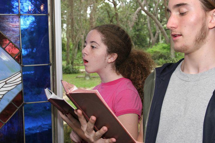 Op zoek naar christelijke liederen voor je kinderen? Wij hebben een lijst opgesteld met christelijke muziek o.a. met Elly en Rikkert. Luister nu de liedjes!