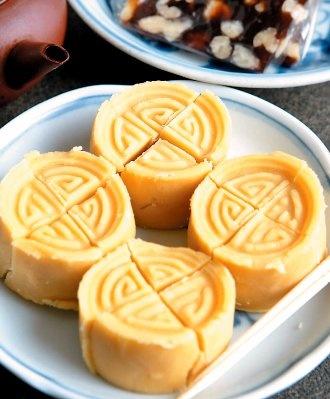 mung bean cake (綠豆糕)