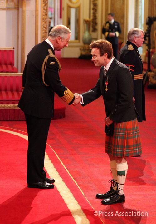 Twitter / ClarenceHouse: The Prince of Wales awarded Ewan McGregor (Obi-Wan Kenobi) with an OBE (June 28, 2013) for services to Charity and Drama. And he's wearing a kilt.