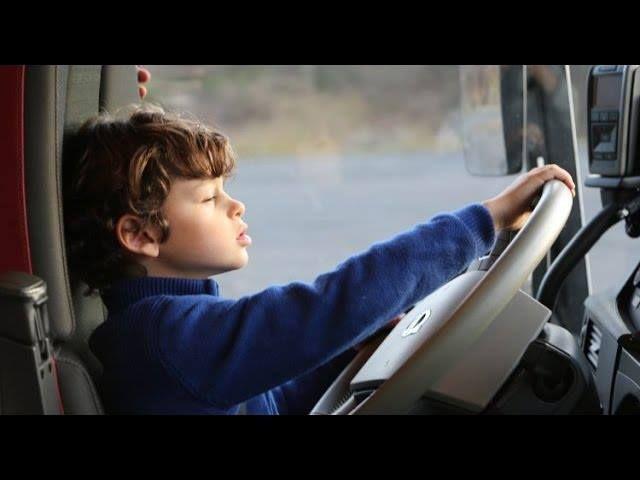 Camion [TEST] : un enfant est-il capable de conduire un poids-lourd ? (Volvo Trucks FH500)  https://www.youtube.com/watch?v=xGja_gMIeSE      #Auto #Voiture #Moto #Essai #Actu #Car #Automobile #Test #Info