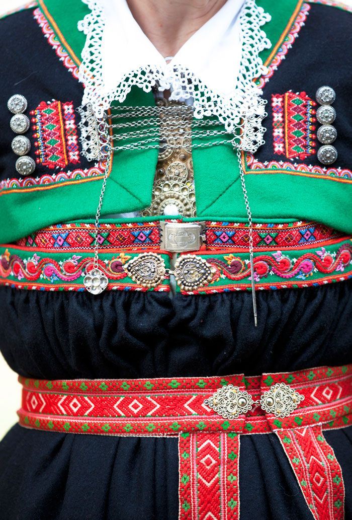 Detail from norweigian folk costume. Photo Laila Durán