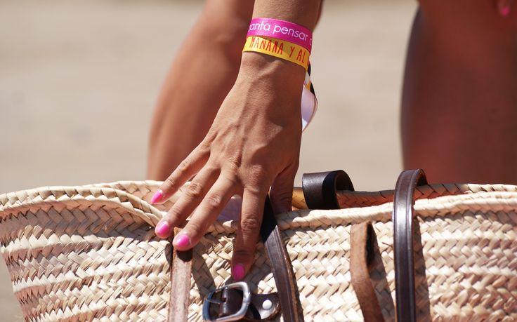 ¿Ya tienes listo tu kit playero para disfrutar del verano? Sólo necesitas toalla, capazo, buena compañía y tus pulseras de Me Encanta Pensar Contigo.   Para más info entra en www.meencantapensarcontigo.com   ¡¡A por el martes!!
