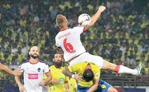 Delhi Dynamos FC's Ghanaian striker Richard Gadze silenced the 62,000-plus home crowd at Jawaharlal Nehru International Stadium in Kochi as he scored the only goal in the 87th minute to down Kerala Blasters FC in the Indian Super League on Sunday.