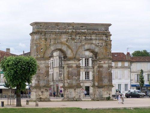 saintes Arc Germanicus, arc routier, qui commémorait l'achévement de la grande route transversale des Gaules, il marquait l'entrée principale de la ville à cette époque.