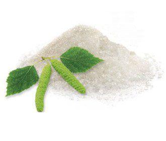 Lo xilitolo estratto dal legno della betulla è un altro dolcificante naturale che dovreste usare al posto dello zucchero raffinato. Pensate che aiuta a prevenire carie e paradondite!