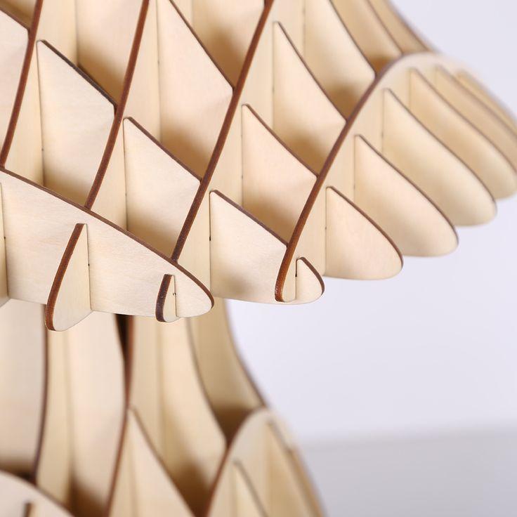 Originálne stolové drevené svietidlo z kolekcie iWood je luxusným doplnkom do Vášho obydlia