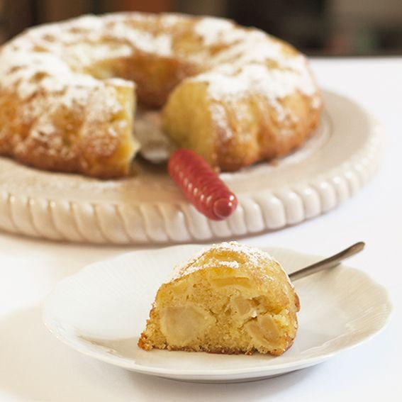 Una torta di mele profumata alla cannella, semplice da realizzare e buonissima.