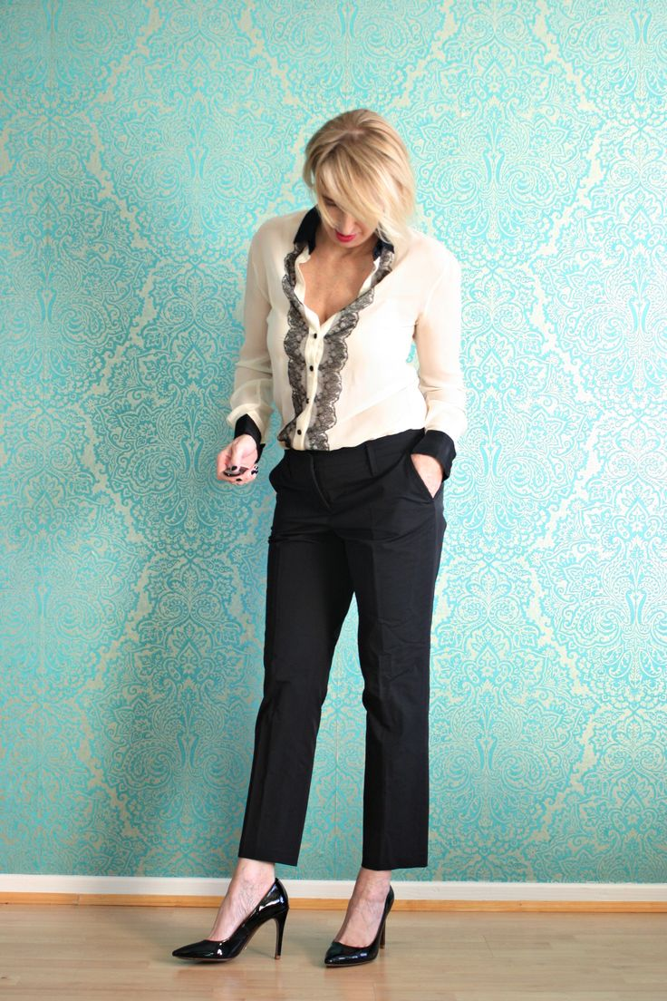 A fashion blog for women over 40 and mature women http://www.glamupyourlifestyle.com/  Blouse: Dolce &  Gabbana Pants: Dorothee Schumacher Shoes: Uterqüe