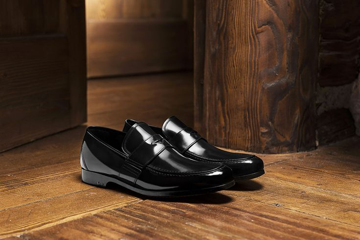 Luxury loafers for men: discover our selection of refined elegance with the designer moccasin collection, a timeless classic of men's fashion.