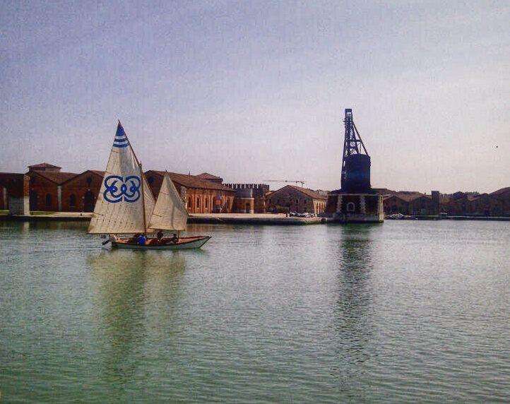 Vela al Terzo, l'ingresso in Arsenale per gli ultimi moneti della Regata del bocolo il 25 aprile #Venezia