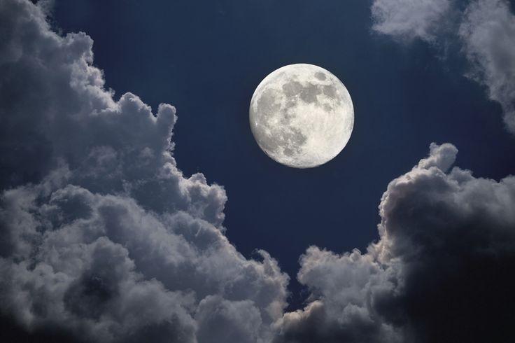 En observant la pleine Lune, on pourra y apercevoir la planète Jupiter qui s'y trouvera juste en dessous.