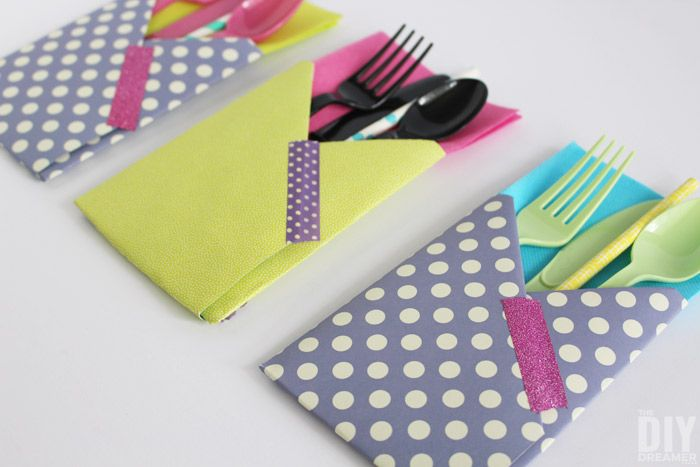 Are you hosting a party? These super cute DIY paper utensil holders are easy to make and they are very handy. Everything your guests need in one place!