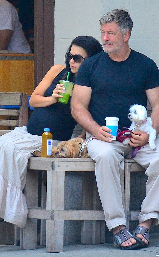 Alec and Hilaria Baldwin from Healthy Celebs Obsessed with Green Juice  The Baldwins take a break from walking their two adorable dogs in NYC to sit and enjoy a green smoothie at a nearby coffee shop.
