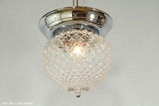 Klassieke plafonniere 26404 bij Van der Lans Antiek. Meer antieke lampen op…