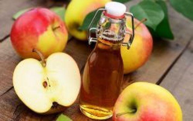 Come fare la pulizia del viso con l'aceto di mele Fare la Pulizia del Viso con…