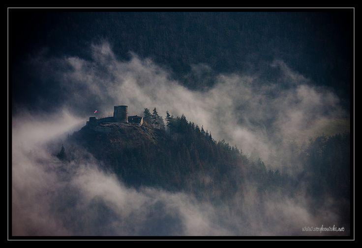 Zamek w Rytrze, 36 kilometrów od Muszyny. Magię tego miejsca uchwycił P. Strykowski. | Castle in Rytro, 36 km from Muszyna. The magic of this place was captured well by P. Strykowski.  #castle #zamki #polska