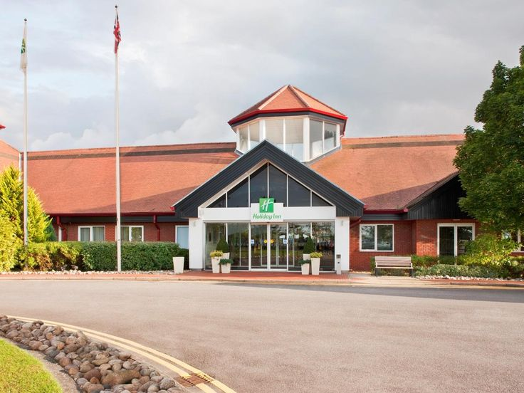 Aylesbury Holiday Inn Aylesbury United Kingdom, Europe Stop at Holiday Inn Aylesbury to discover the wonders of Aylesbury. Offering a variety of facilities and services, the hotel provides all you need for a good night's sleep. 24-hour front desk, facilities for disabled guests, express check-in/check-out, luggage storage, car park are just some of the facilities on offer. Television LCD/plasma screen, non smoking rooms, air conditioning, desk, mini bar can be found in selecte...