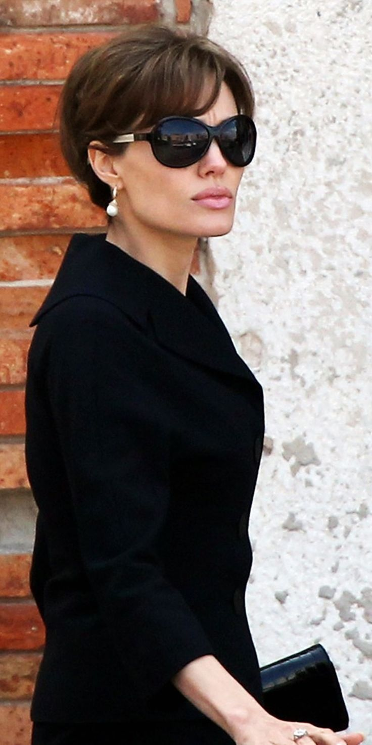 #Stars wearing #glasses! #AngelinaJolie with a #TomDavies #sunglasses. Glasses that stop just at the cheekbone, drop earrings that stop at a sharp jawline and three-quarter length sleeves - fantastic proportions (found on: http://www.pinterest.com/LUNASTAR1004 )